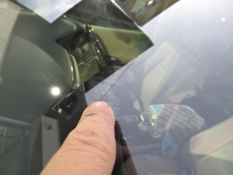 フロントガラス修理時間はたったの45分、費用も15,000円!