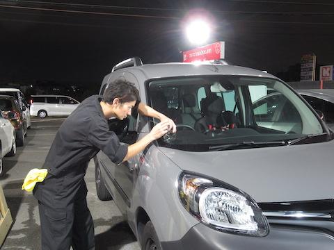 絶対に車検合格保証!フロントガラスのひび割れ修理は、デントスマイルにお任せください。