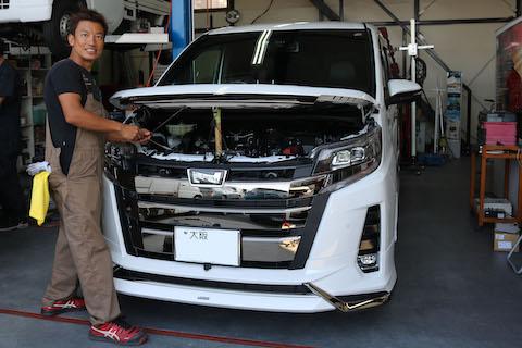 車のボンネットのヘコミ直しも塗装しないデントリペアで修理!