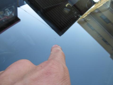 20年前のお車、部品供給も終わり、フロントガラスが無いかも?という不安を修理で解決!