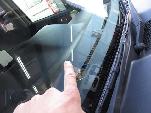 フロントガラスの飛び石被害、初体験が多数!修理方法を事前に知って早期対策してください!