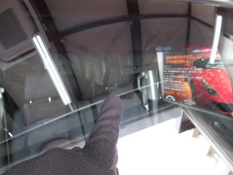 フロントガラス飛び石被害のヒビ割れ、5分で伸びる事も!!早期修理をオススメします!