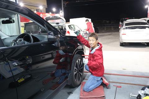 車のプレスライン・デザインが複雑に潰れたヘコミも、塗装しないで復元するデントリペア修理