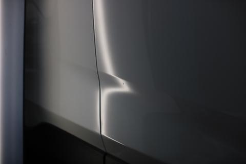 新車RAV4当て逃げ被害でヘコミ!塗装しないデントリペアの修理を見せます!