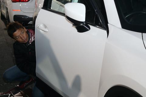 車のエクボのヘコミ、デントリペアなら綺麗に消えます!