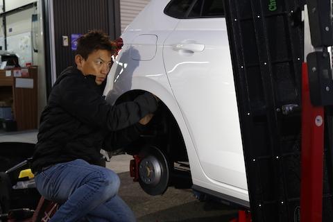 車のヘコミが最速で、新車のボディにもどして直る修理技術があります!