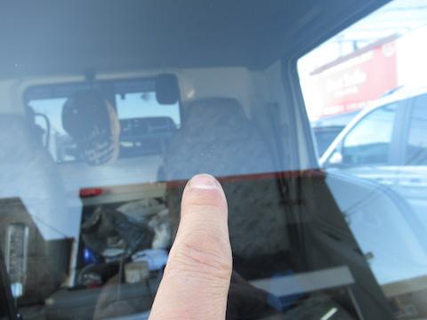 トラックのフロントガラスはヒビ割れ・飛び石被害、45分〜で最短でお安く補修しましょう!