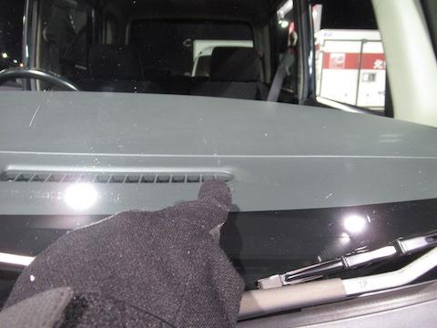 車のフロントガラスの飛び石被害、当日のご依頼でも予約なくても直します!