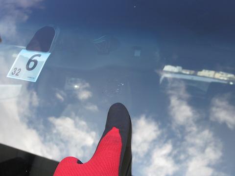 正月、連休中の高速走行は、フロントガラス飛び石被害が増加!お早めの修理をオススメします。