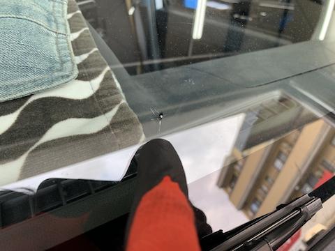 車のガラス修理、傷・ひび・かけ・割れを当日修理で直します。