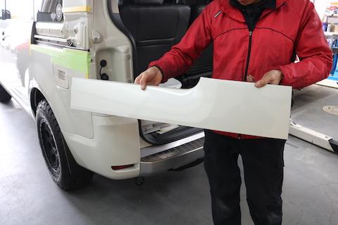 デリカD5のヘコミ修理、6万円以上の見積もりが2万円で直せる技術!塗装しないので即時修理!