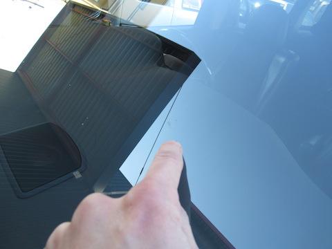年末年始、高速走行でフロントガラスが割れたらすぐに直してください!