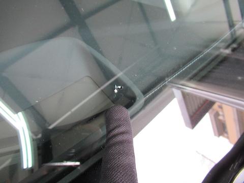 フロントガラスに飛び石の傷・割れが複数あっても修理可能!