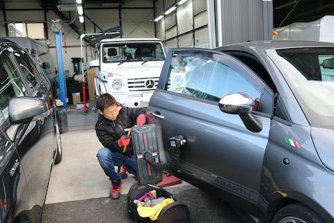 車のドアの端(エッジ)折れ・曲がりもデントリペアという技術で即時修理が可能!