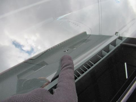 冬が一番フロントガラスのヒビが伸びる時期、原因はエアコンなどの寒暖差!