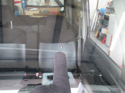 車検間近でフロントガラスがヒビ割れ傷、フロントガラス修理から車検合格までサポートします!