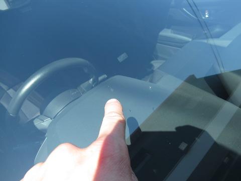 自動ブレーキ装置でフロントガラス交換は高額!そこでウインドリペアで解決!