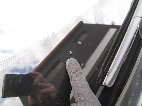フロントガラスのヒビ割れ!大きな出費になる前に早急の修理対応します!