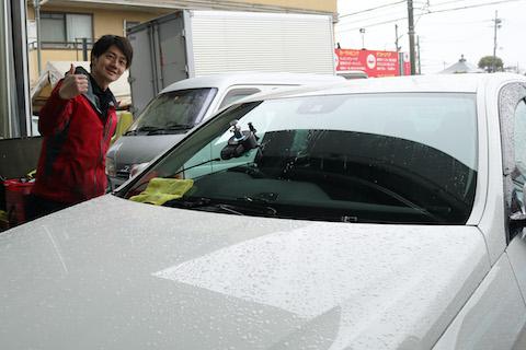 雨の日でもフロントガラスの割れた傷修理は可能です!