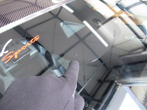 アルファロメオのフロントガラスのヒビ割れ修理!