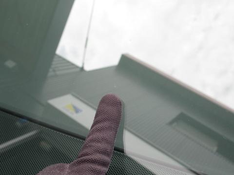 ヴェルファイアのフロントガラス交換は高額!修理なら1.5万円で直ります。
