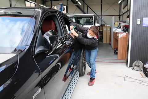 輸入車のヘコミ修理も最短15分で直ります!