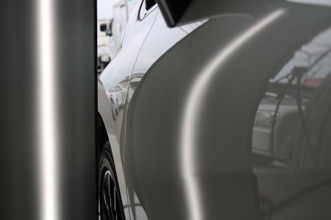 車のドアの大きなヘコミもデントリペアで即時修理!