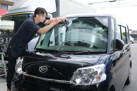 不安なフロントガラス修理、修理内容の説明からアフターケアまでしっかりサポートします!