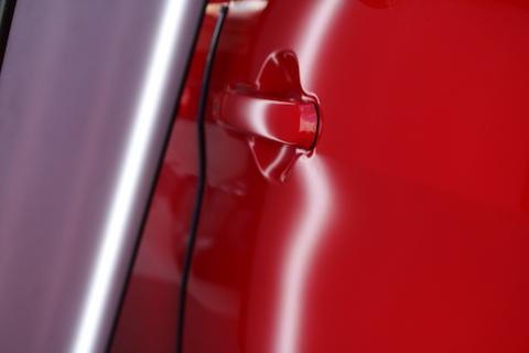 車のヘコミ修理は、オイル交換くらい手軽に、早く直せるんです!