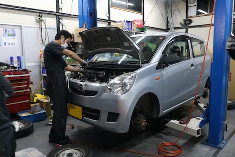 車検でご入庫のお車、フロントガラスにヒビ割れ発見!修理して車検に合格!