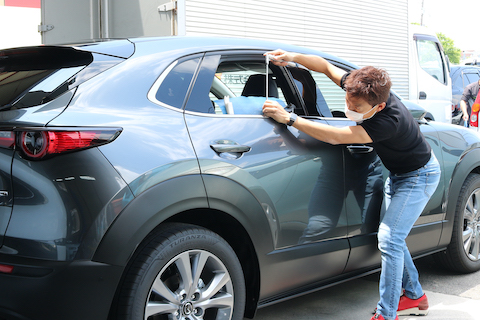 新車にヘコミ被害!その心の傷とヘコミを一瞬でケアする修理をご用意しております!