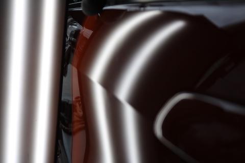 愛車の大きなヘコミを元の形に復元する、新しいヘコミ修理!