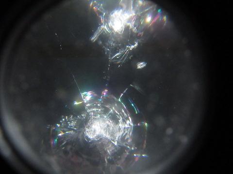 フロントガラスの弱点に飛び石の傷が2箇所。予約なくても当日施工で直します!