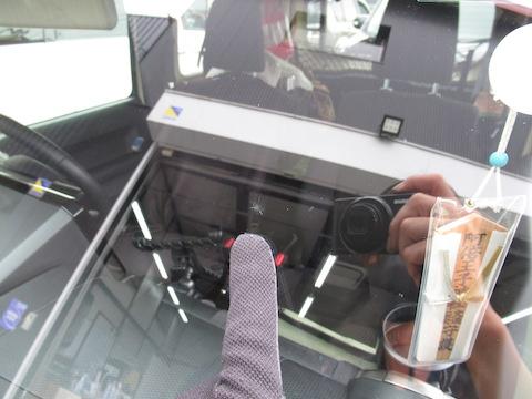 フロントガラスは修理が一番お安く、45分と最短修理でオススメ!