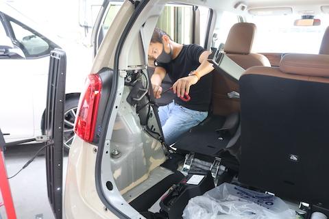 車のヘコミを、たった数分で無かったボディに戻す技術!