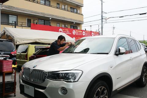 輸入車のフロントガラス交換は20万円を超えます!だから、過酷なヒビ割れでも直します!