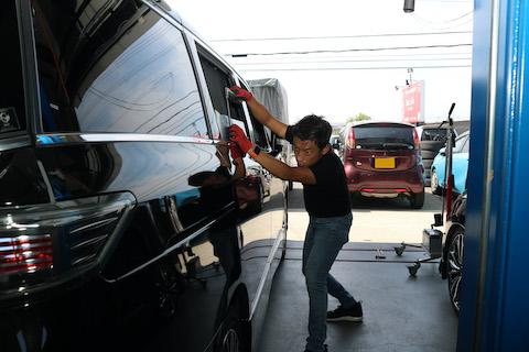 愛車のオリジナル塗装を守るヘコミ修理、2箇所目から半額とメリットしかありません!