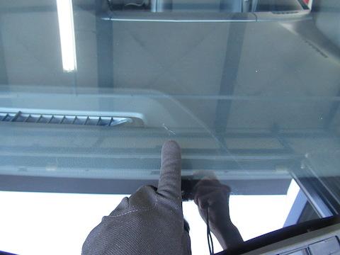フロントガラスヒビ割れ、傷が伸びる前なら修理できます!