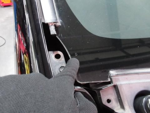 フロントガラスの端ギリギリの飛び石のヒビ割れ傷も修理!