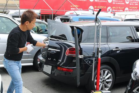 BMWミニのヘコミ修理も塗装しないデントリペア!
