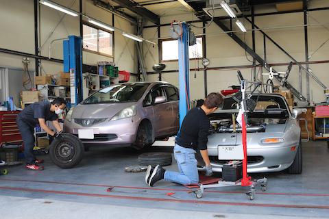 旧車のヘコミ修理も塗装しないデントリペアで即時修理