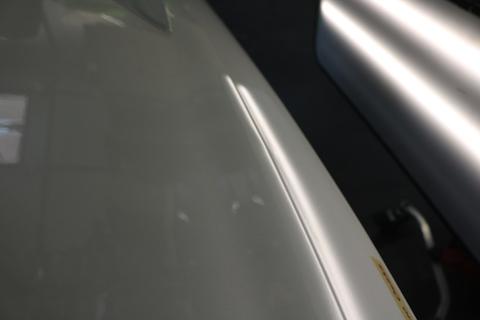 車庫で駐車中のバイクに追突!そんなヘコミもデントリペアで解決!