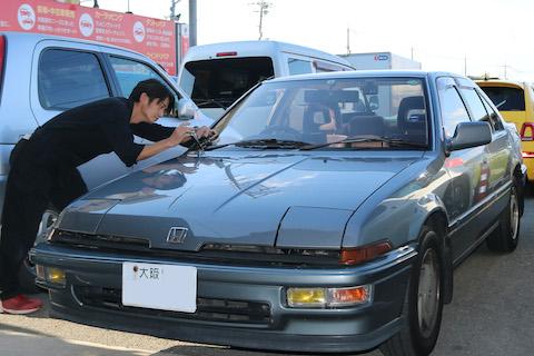 旧車のフロントガラスのヒビ割れ、修理で交換を回避できます!
