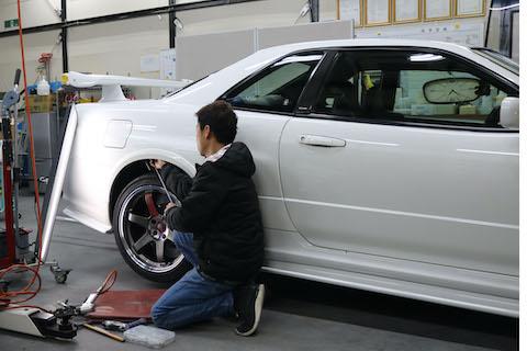 高騰するGT-R R32のヘコミ修理、価値を下げない修理のデントリペアで解決!