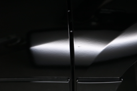 新車のヘコミはデントリペアで元に戻します!