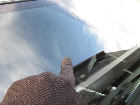 自動ブレーキが付いたフロントガラス交換は高額です!だから修理で解決!
