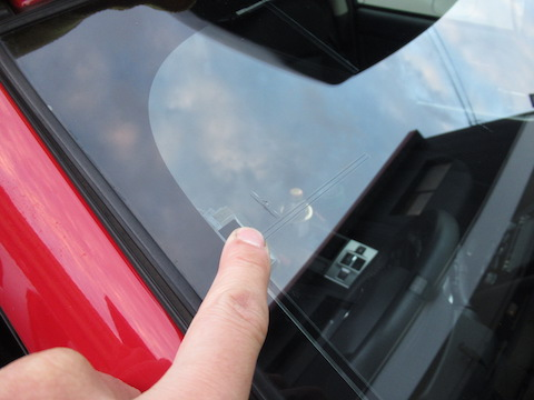 ガラスの端、真っ直ぐのヒビ割れ!過酷なガラスの飛び石割れを修理!!