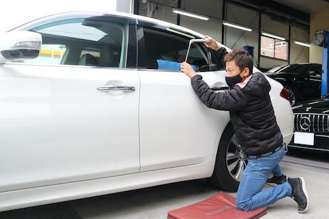 車のヘコミは15分、8,000円で直せるお手軽な修理方法!