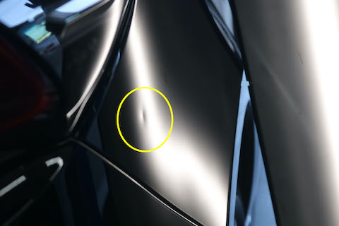 ヘコミが目立つブラックの塗装でも、修理跡が残らない修理技術!