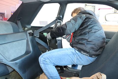 GT-Rクォーターパネルのヘコミを塗装無しで綺麗に修理!